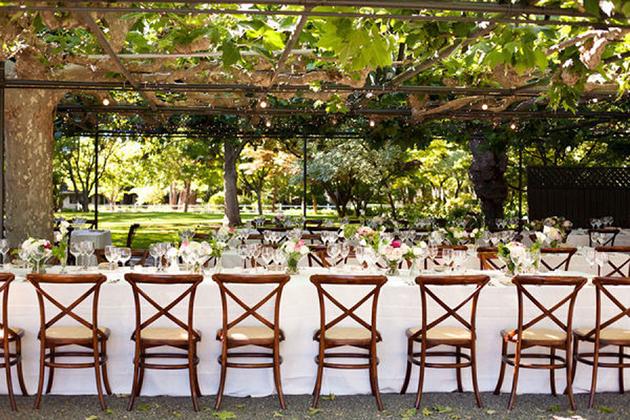 decoracion de bodas con sillas croos